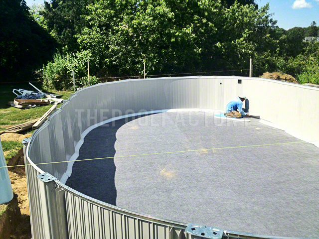 Above ground pool installation photos the pool factory for Installation liner piscine