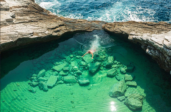 interesting-swimming-pools-23